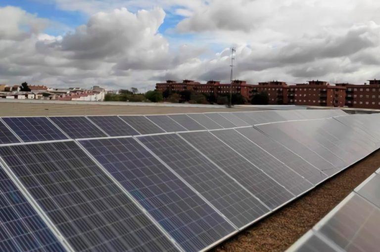Instalamos 96 paneles fotovoltaicos para el autoconsumo